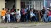 SITUAȚIE DISPERATĂ în Venezuela. Zeci de mii de oameni flămânzi și furioși au trecut frontiera în Columbia