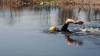 PERFORMANŢĂ! Un român a traversat înotând Canalul Mânecii, fără echipamente speciale