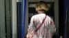 O moldoveancă, reținută după ce a furat bani de pe cardul bătrânului la care lucra în Italia