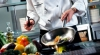 AFACERE INEDITĂ! Un bucătar transformă mâncarea expirată în delicii