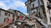 O clădire s-a prăbușit chiar în momentul în care un reporter CNN vorbea în direct din Italia (VIDEO)