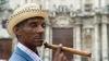 A ajuns în Cartea Recordurilor. Un cubanez a confecționat cel mai lung trabuc din lume (VIDEO)