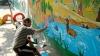 Talentul nu are bariere! Un deţinut de la penitenciarul din Cricova pictează zidurile unei grădiniţe (FOTO)