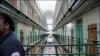 Record de deţinuţi în închisorile din Franţa. Nu mai sunt nici locuri, nici paznici