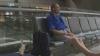 Şi-a aşteptat iubita timp de 10 zile într-un aeroport. Reacţia fetei te va UIMI (VIDEO)