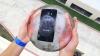 EXPERIMENT INEDIT! Au băgat un Galaxy Note 7 într-un cub de gheață și l-au dat de pământ (VIDEO)