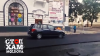 TUPEU FĂRĂ MARGINI! Şoferul unui Mercedes merge pe drumul proaspăt asfaltat, intimidând muncitorii