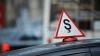 ACCIDENT NEOBIŞNUIT în Capitală! Maşina unii şcoli auto, şifonată de o motocicletă (VIDEO)