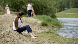 DESCOPERIRE PERICULOASĂ! Ce s-a găsit pe o plajă a râului Nistru (FOTO)