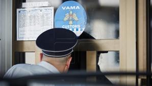 Zeci de angajaţi ai Serviciului Vamal, eliberaţi din funcţii în primul semestru din 2016