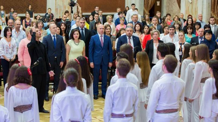 Relaţiile dintre autorităţi şi moldovenii plecaţi din ţară, discutate la Congresul Diasporei