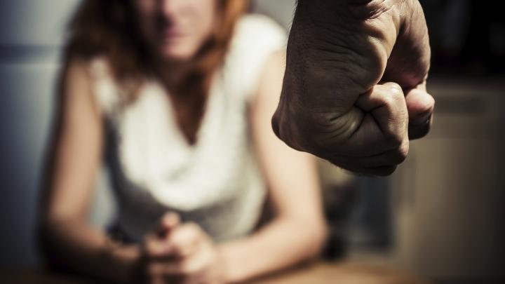 Greu de crezut! Un deputat cere pedepse mai blânde pentru bărbaţii care-şi bat soţiile