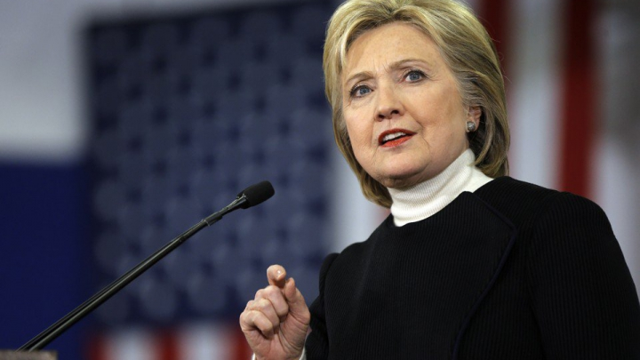"""Hillary Clinton aproape că l-a numit pe Donald Trump drept """"soţul"""" său la o conferinţă de presă (VIDEO)"""