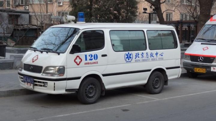 Două femei din China au leșinat după ce s-au certat opt ore pe stradă