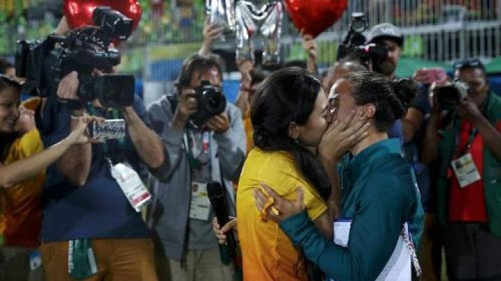 Prima cerere în căsătorie, la Jocurile de la Rio! O jucătoare de rugby s-a logodit cu prietena ei (FOTO)