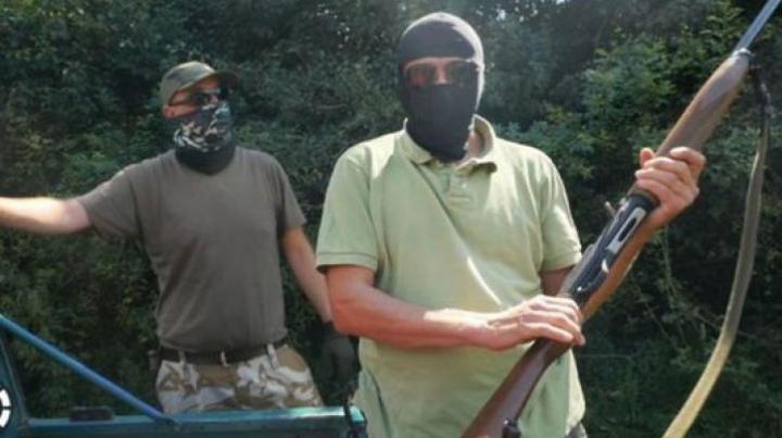 INVESTIGAŢIE: Traficanţi din România le vând arme tuturor, inclusiv teroriştilor