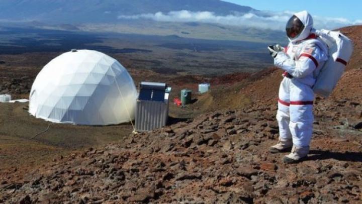 Misiune de un an încheiată: Șase persoane au simulat viața pe Marte în interiorul unui dom din Hawaii