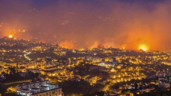 INCENDIILE au reizbucnit în Portugalia. Sute de pompieri au fost mobilizaţi