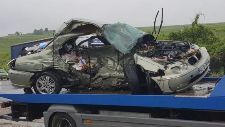 Viteza te poate băga în mormânt! IMAGINI ŞOCANTE de la un accident rutier petrecut în România (VIDEO)