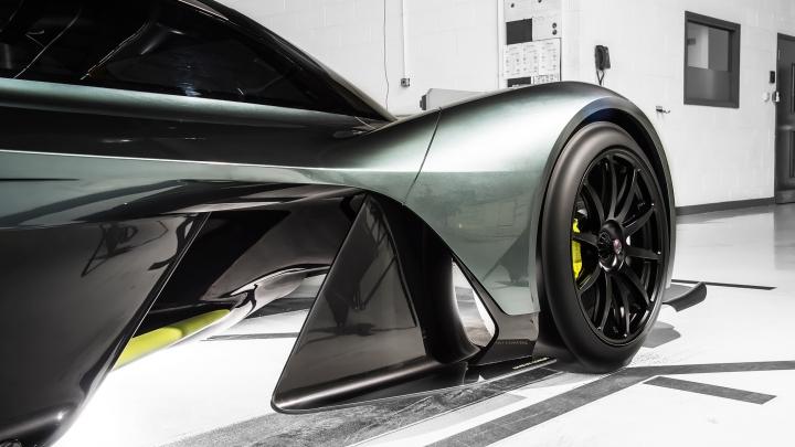 COSTĂ O AVERE! Top 10 cele mai scumpe mașini din 2016/2017 (VIDEO)
