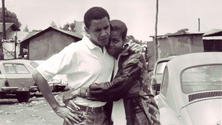 Tineri şi îndrăgostiţi! Povestea de dragoste dintre Barack şi Michelle Obama, în fotografii de familie
