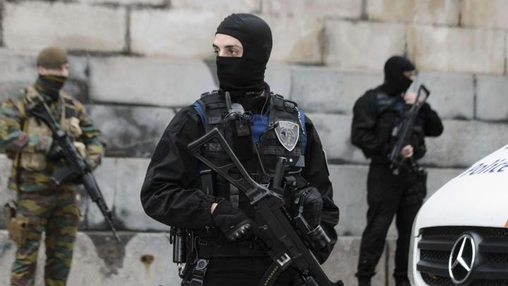 DETALII NOI în cazul atacului de la Bruxelles. Agresoarea, ÎMPUȘCATĂ de poliţişti
