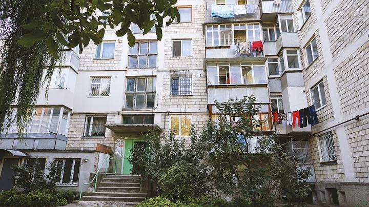 DESCOPERIRE UIMITOARE. Ce au găsit poliţiştii într-un apartament din Ungheni (FOTO)