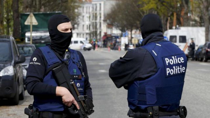 ATAC SÂNGEROS la Bruxelles! Trei oameni au fost ÎNJUNGHIAȚI de o femeie în autobuz