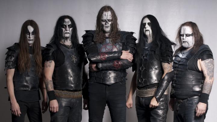"""Scandal la un festival rock din Bucovina! O trupă, acuzată de satanism: """"Ard cruci întoarse, pentagrame, beau sânge de animale"""""""
