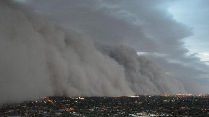 Furtună de nisip în SUA. IMAGINI SPECTACULOASE cu norul de praf de peste 100 de metri înălţime (VIDEO)