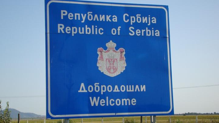 România şi-a întărit paza la frontiera cu Serbia din cauza intensificării traficului ilegal al migraţilor