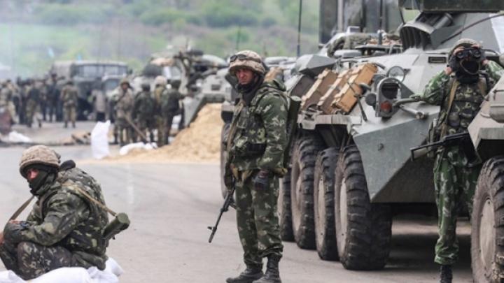 Tensiunile cresc în estul Ucrainei. Opt soldaţi au fost răniţi