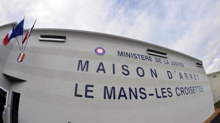 PANICĂ la o închisoare din Franţa! Un deţinut a luat doi ostatici
