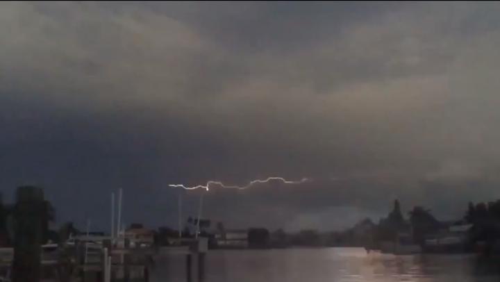 Imagini SPECTACULOASE! Un fulger orizontal a fost surprins în Florida (VIDEO)