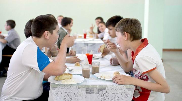 Meniuri NOI de la 1 septembrie în școli și grădinițe. Ministerul Sănătăţii a finalizat elaborarea recomandărilor
