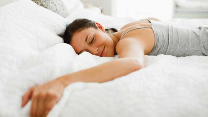 Puţin somn duce la obezitate şi oboseală cronică! Ce trebuie să faci pentru a te trezi odihnit