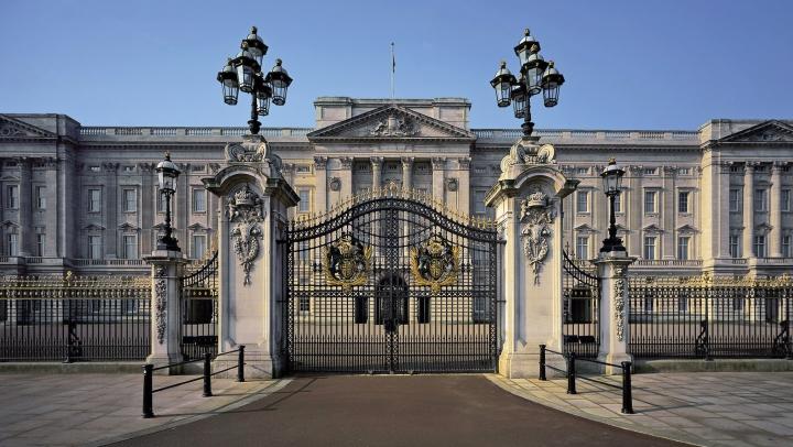 ALERTĂ la Buckingham! Un bărbat a încercat să intre ilegal în Palatul Regal