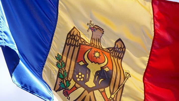 """Îşi iubesc Patria şi neamul! Primele imagini ale campaniei """"Arborează un drapel"""""""