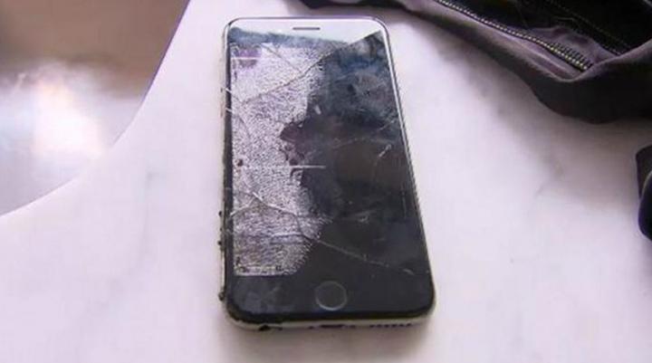 Un iPhone a explodat în buzunarul unui utilizator. Tânărul a ajuns la spital