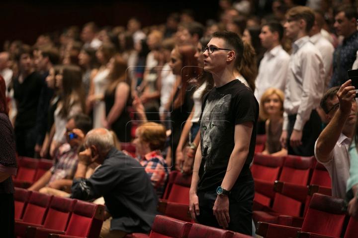 Tinerii admiși la Universitatea de Medicină au depus tradiționalul jurământ al studentului (VIDEO/FOTOREPORT)