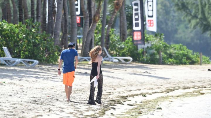 O celebră actriţă de peste ocean, AGRESATĂ de iubit pe plajă (VIDEO)