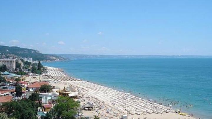 Persoanele aflate pe litoralul Mării Negre, care găsesc pachete pe plajă, sunt rugate să nu le deschidă