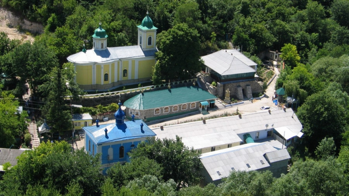 """În pas cu tehnologiile. O mănăstire din Moldova a lansat serviciul """"Trimite un pomelnic"""""""