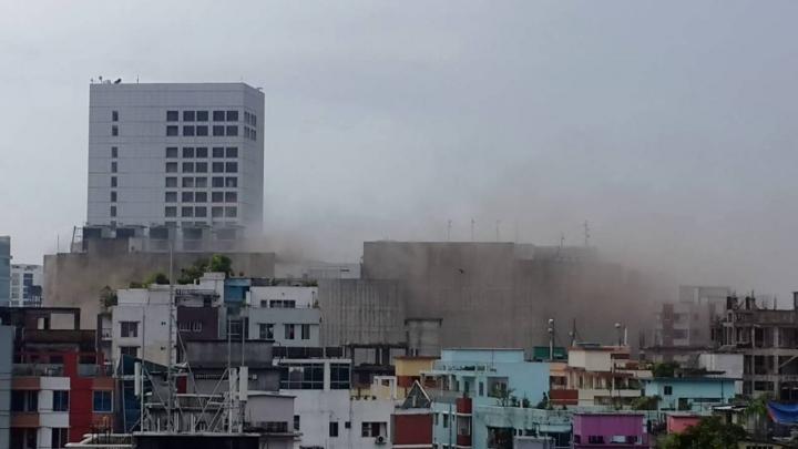 INCENDIU PUTERNIC în cel mai mare mall din Bangladesh (VIDEO)