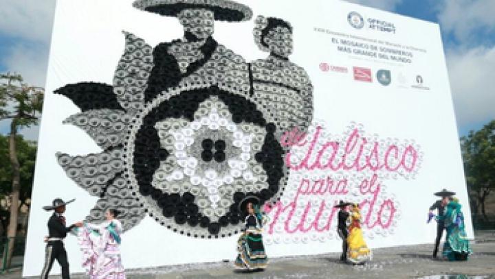 Record mai puțin obișnuit: Orașul care are cel mai mare mozaic din sombreros din lume (VIDEO)