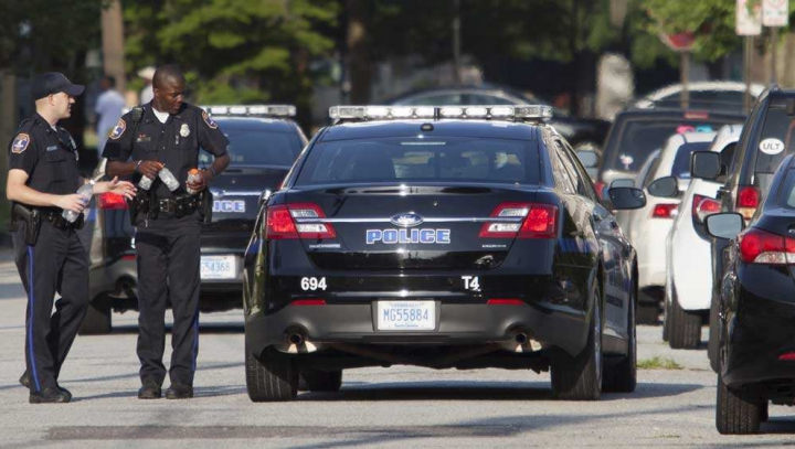 REVOLTĂTOR! Poliţiştii au împuşcat, în trafic, un bărbat cu nevoi speciale