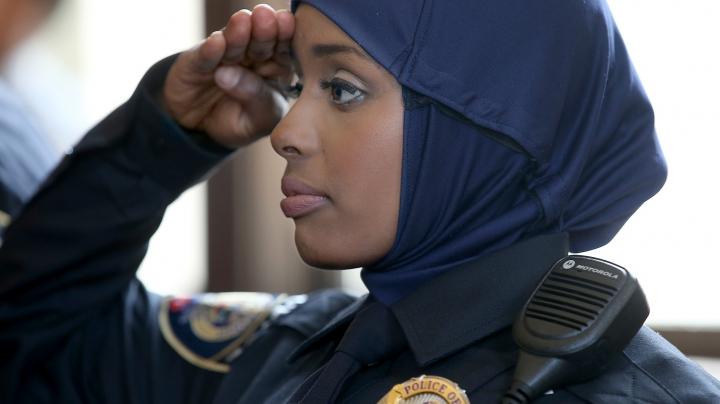 O ţară din Europa a introdus hijabul în uniforma de Poliţie