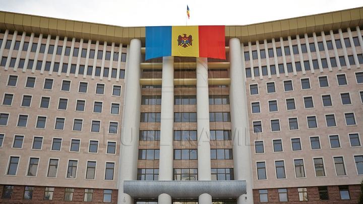 SONDAJ: O schimbare considerabilă în opţiunile de vot ale moldovenilor. Care partide ar accede în Parlament
