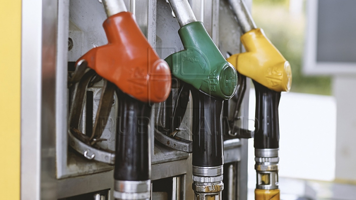 O benzinărie oferă un plin gratis dacă te duci să alimentezi în bikini (FOTO)