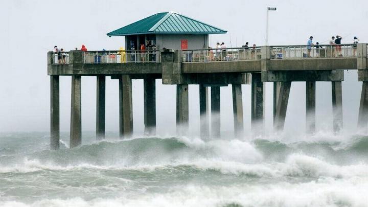 Furtuna Lester s-a transformat în uragan în largul coastelor Mexicului